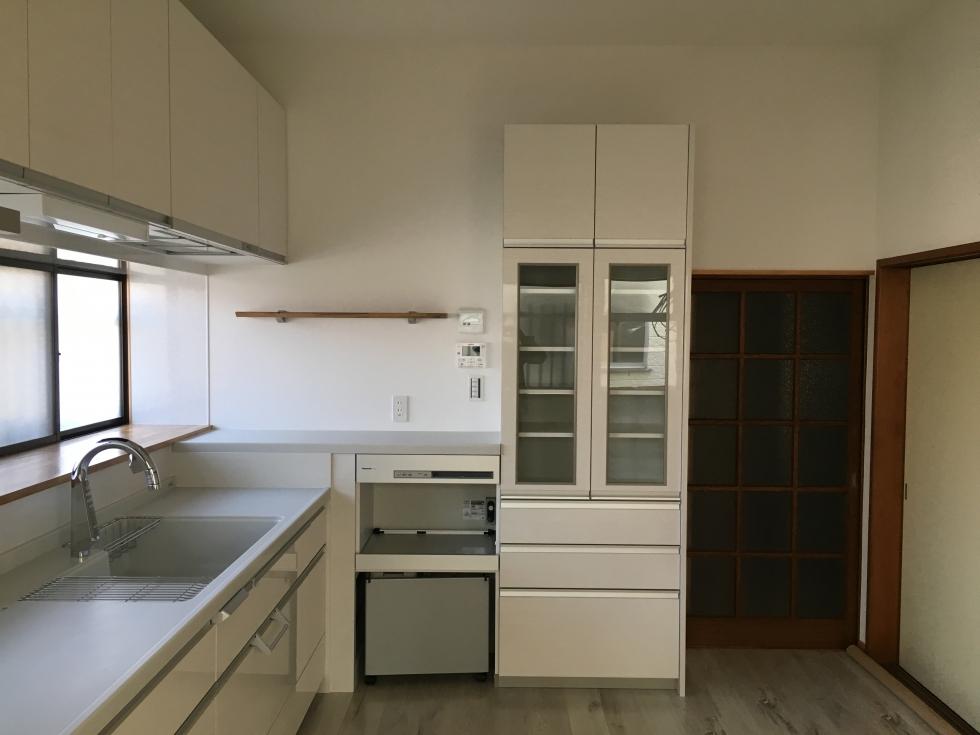 シンプルな清潔感あふれるキッチン